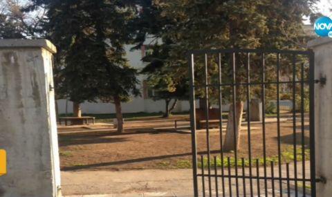 Откраднаха входната врата към двора на столично училище