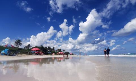 Куба отваря международните летища