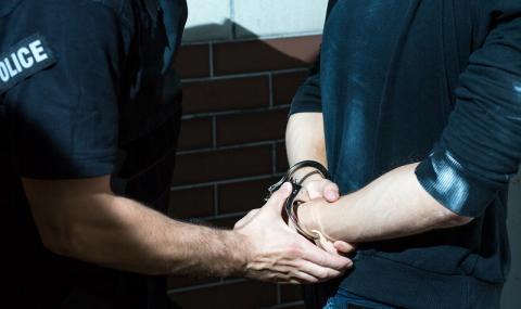 Това са Христо и Йоана, които биха полицай в Бургас
