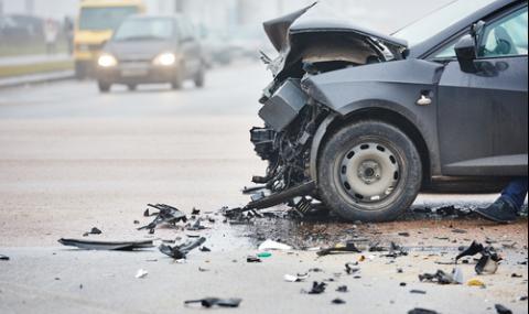 Шофьор не спря на знак СТОП, уби го влекач