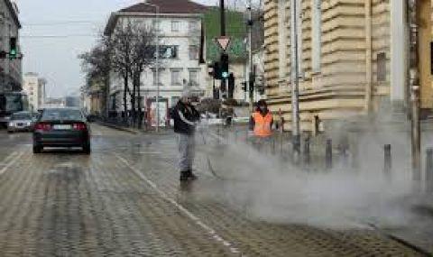 Мият улици и булеварди от днес в София