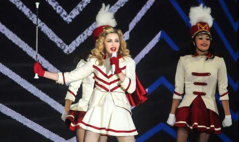 Мадона излезе на протест срещу расизма с патерици (СНИМКИ) - 1
