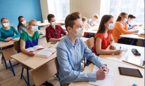 Много ученици се завръщат в класните стаи, в Пазарджик негодуват