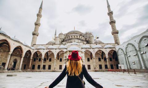Ваксинацията в Турция: Първо лекарите, после войниците, накрая лицата под 50 г. с хронични болести