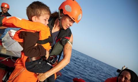 Тежко подозрение: Гърция напада лодки с бежанци