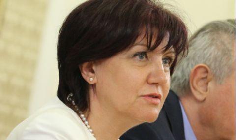 Караянчева: Лесно е да плямпаш по социалните мрежи и да хвърляш безпочвени обвинения - 1