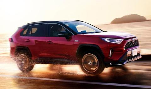 Toyota пусна RAV-четворка, която изминава 1300 км с един резервоар