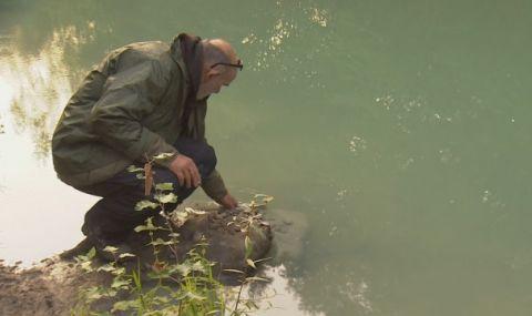 Замърсяване на река Луда Яна: През Пазарджишко потече вода с тюркоазено-зелен цвят - 1