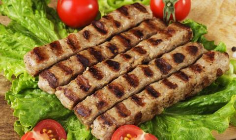 Рецепта за вечеря: Вкусни домашни кебапчета