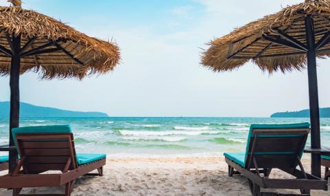 По гръцките плажове не достигат чадъри и шезлонги