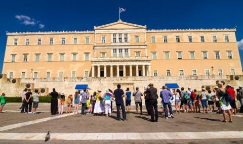 В Гърция връщат по 8000 евро на пенсионерите