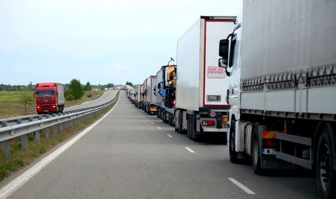 Два български камиона смаяха Полша