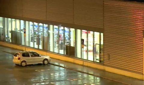Близо 30 000 лева са откраднати при грабежа в супермаркет в Сандански