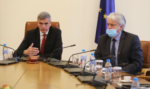 Премиерът Стефан Янев: Унизително е да получаваме информация за корупция отвън