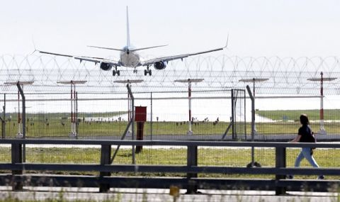 Русия възобновява прекъснати заради коронaвируса полети с редица страни