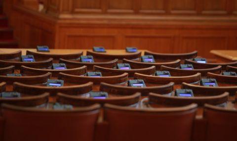 Димчев: Депутатите работиха 10 минути днес, но ще получат 100 000 лева за заплати