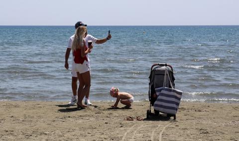 Кипър даде начало на плажния сезон със строги изисквания заради коронавируса