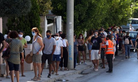 Ръст на заразените с COVID-19 в Гърция