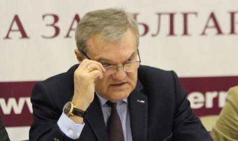 Петков: Ако енергийният министър не може да уволни шефовете на