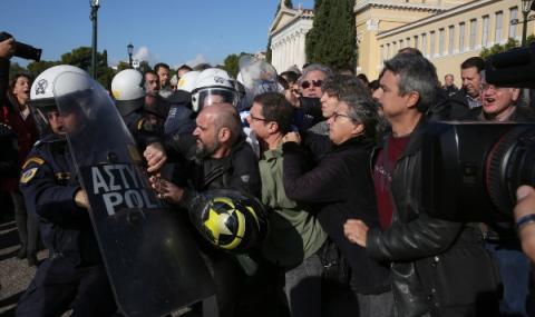 Репортер беше пребит по време на митинг