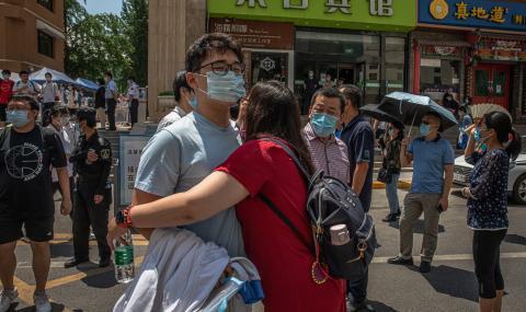 Трагедия в Китай: Автобус с ученици падна в езеро (ВИДЕО)