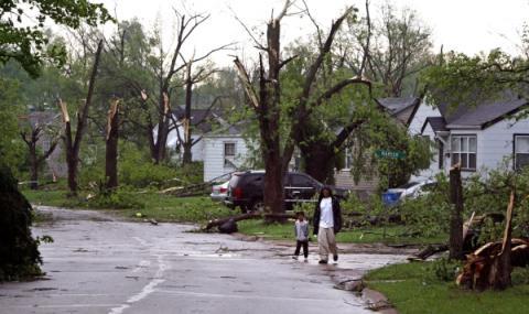 Мощно торнадо в Мисури