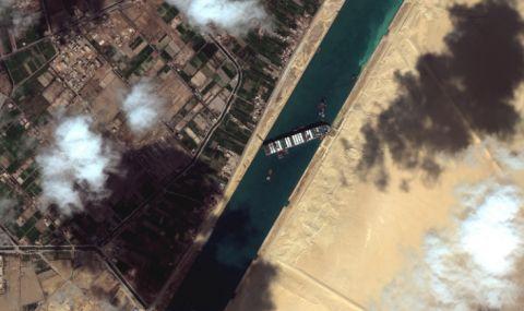 Суецкият канал остава блокиран