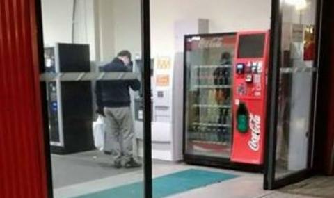"""Уловиха"" Груевски пред банкомат в Будапеща"