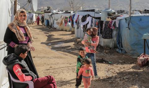 Заловиха стотици мигранти в съседна на България провинция