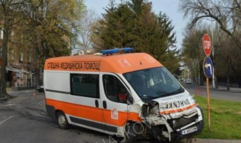Шофьор на линейка припадна зад волана