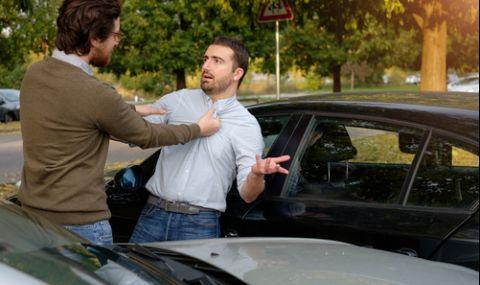 Пребиха жестоко шофьор в София след катастрофа, откаран е в