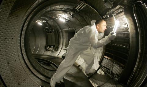 В Международния експериментален реактор поставиха най-тежкия компонент