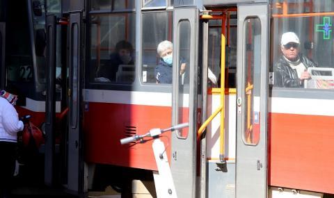 Градският транспорт в София е с ново работно време