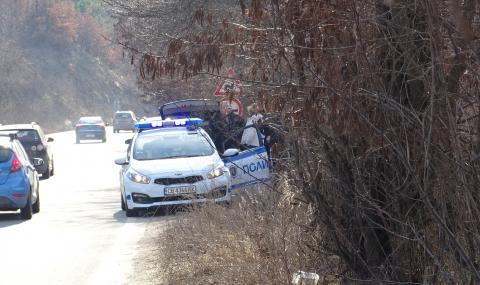 Мъж загина, изхвърчайки от колата си при катастрофа