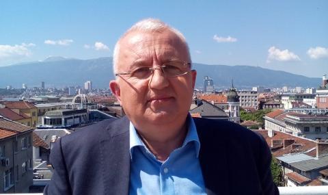 Експерт в туризма за ФАКТИ: Държавата отблъсква българите от Черноморието ни