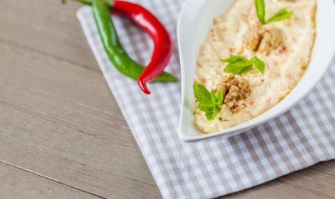 Рецепта на деня: Чеснова разядка с орехи