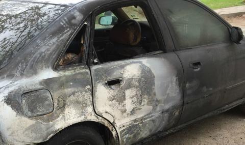 Запалиха два автомобила в Гоце Делчев, единият е напълно изгорял