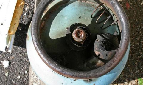 Газова бутилка гръмна в Русе, горя жилище