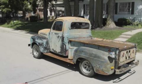 """Вижте този стар Ford, който се движи """"с дупето напред""""  (ВИДЕО)"""