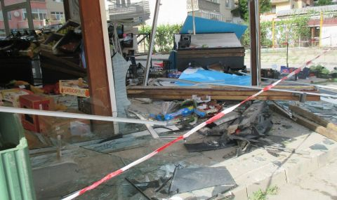 Бус се вряза в магазин в Гоце Делчев - 1