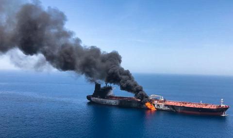 Ирански танкер бе поразен с ракети