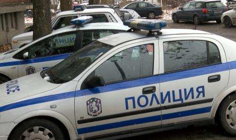 Пиян тийнейджър открадна автомобил и се разби в бетонно стълбище в Смолян