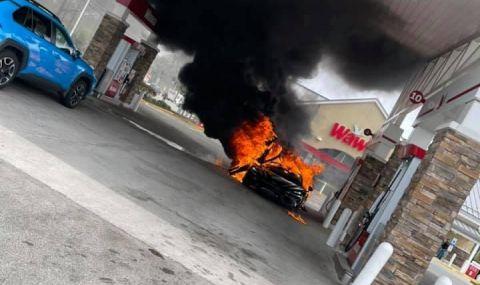 Чисто нов McLaren изгоря на бензиностанция (ВИДЕО) - 3