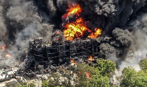 Огнен ад! Пожар погълна химически завод (ВИДЕО)