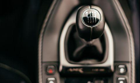 """Aston Martin казва """"чао"""" на механичната трансмисия"""