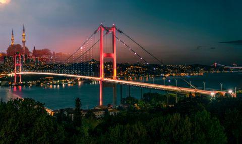 Ердоган посред нощ уволни началници заради спад на лирата - 1