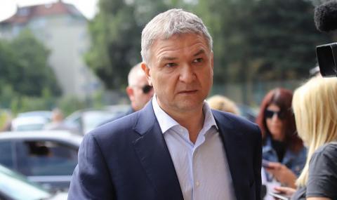 Появи се чат на Бобоков с Prezident – Rumen Radev и друг с Desi Radeva (СНИМКИ)