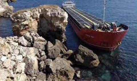 Няма разлив на гориво от заседналия кораб, хамбарите с азотни торове са без пробойни - 1