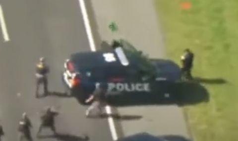 Мъж открадна две полицейски коли в опит за бягство (ВИДЕО)