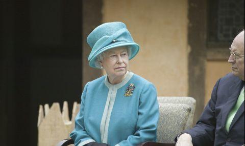 Кралица Елизабет II е лишила 70 души от почетни титли за последните 10 г.